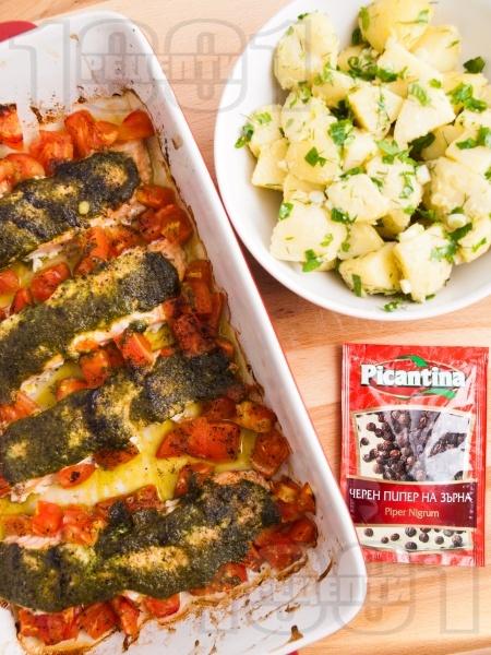 Ароматна сьомга с домати и босилеково песто - снимка на рецептата